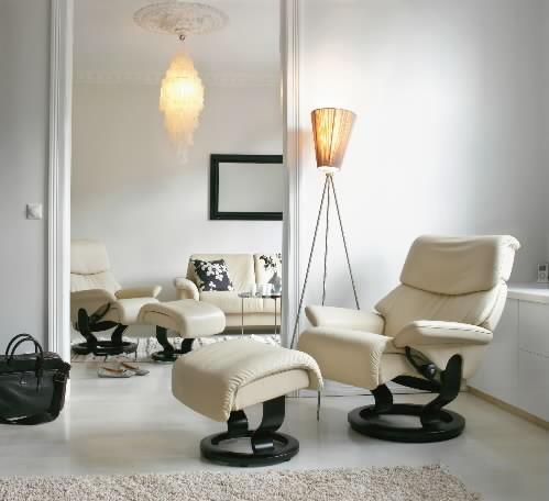 stressless spirit vanilla leather recliner and ottoman by ekornes - Stressless Chair