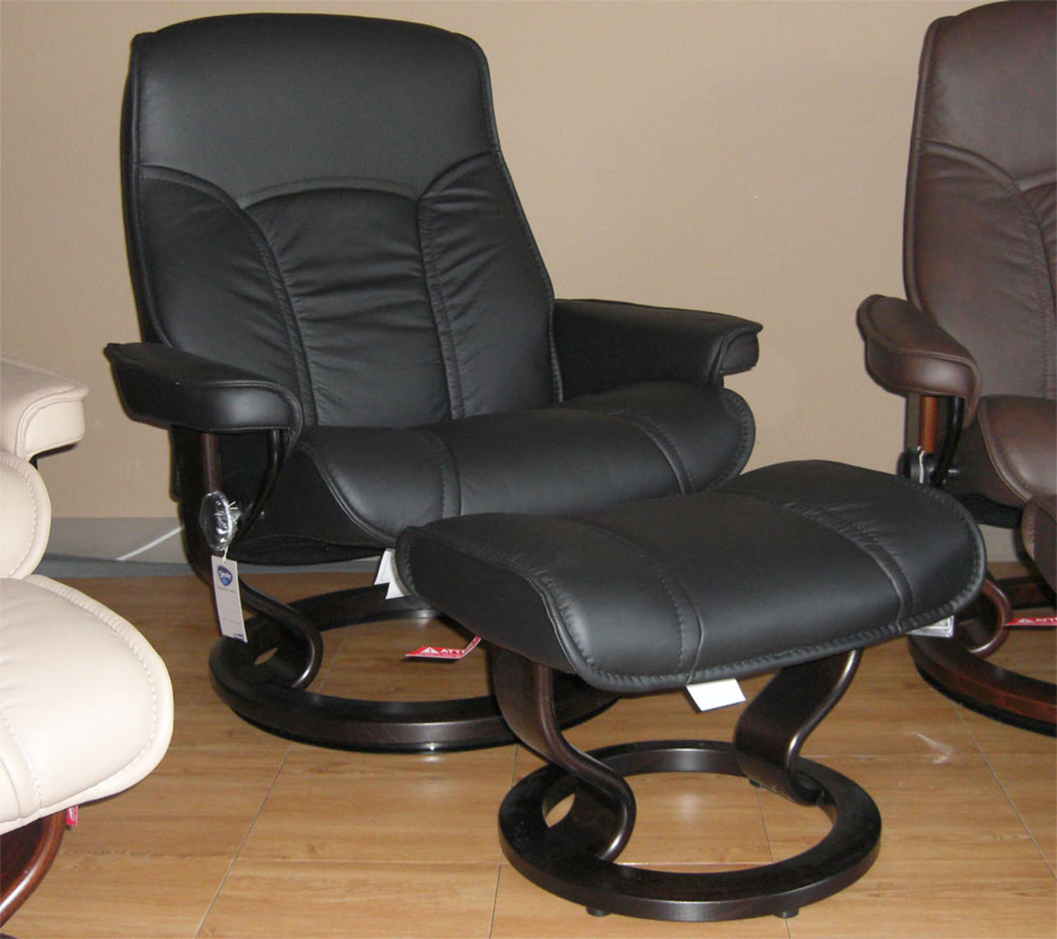 Incredible Stressless Senator Paloma Black Leather Recliner Chair And Ottoman By Ekornes Gmtry Best Dining Table And Chair Ideas Images Gmtryco