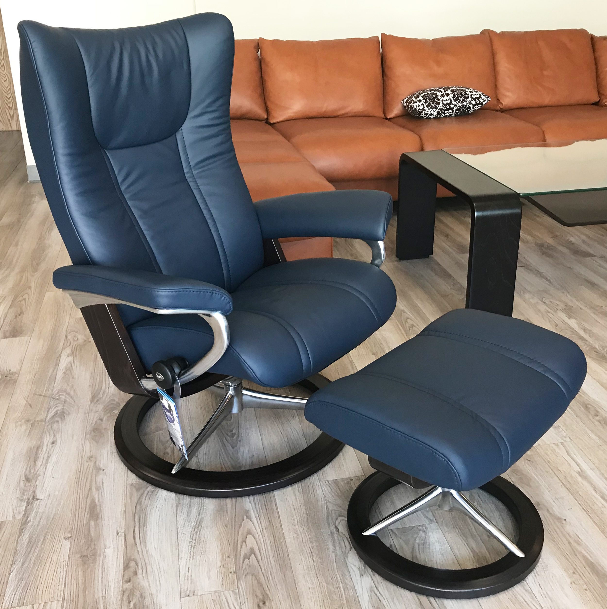 Sensational Stressless Wing Recliner Chair And Ottoman In Paloma Black Leather By Ekornes Caraccident5 Cool Chair Designs And Ideas Caraccident5Info