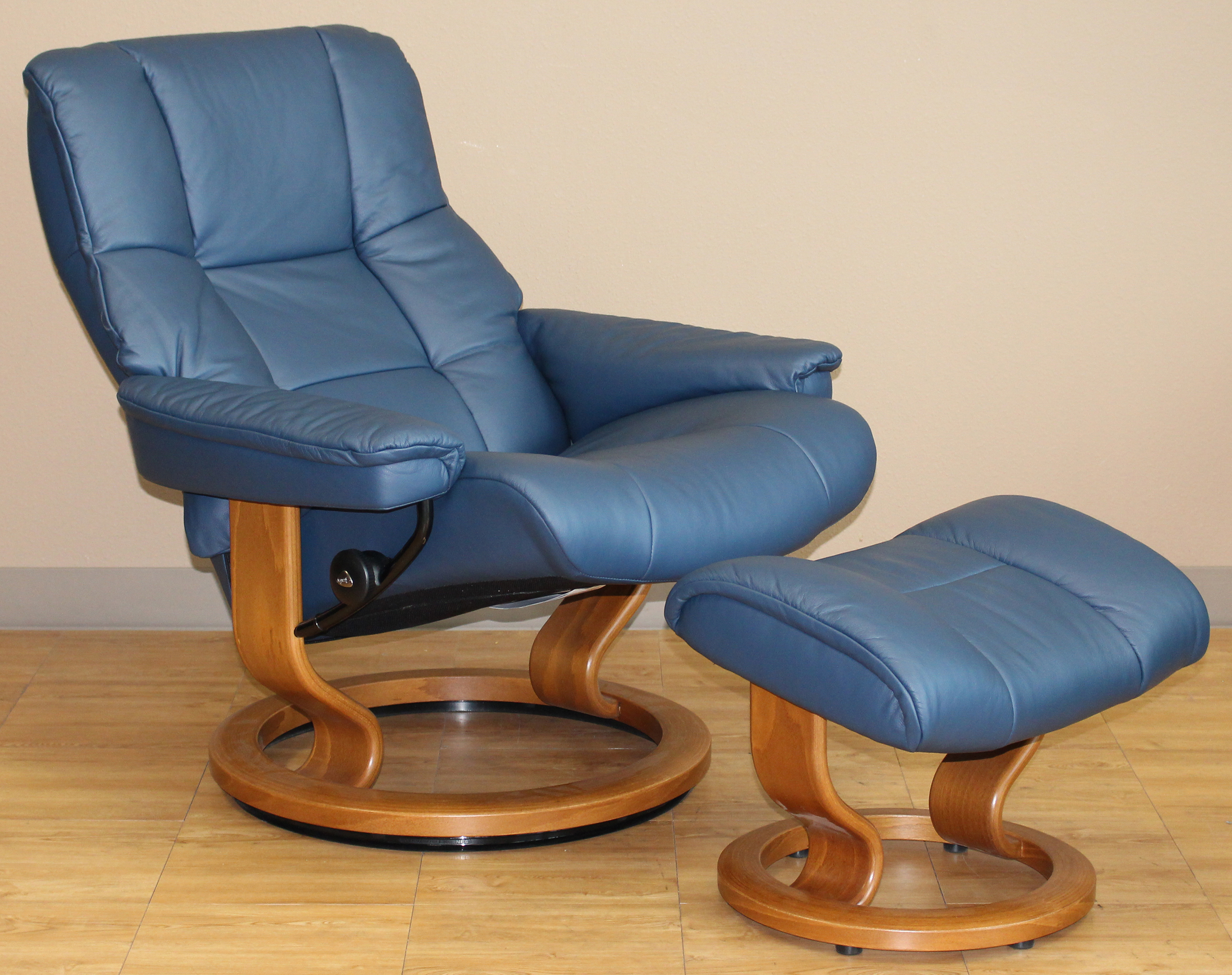 Delicieux Stressless Kensington Large Mayfair Paloma Oxford Blue Leather Recliner  Chair By Ekornes