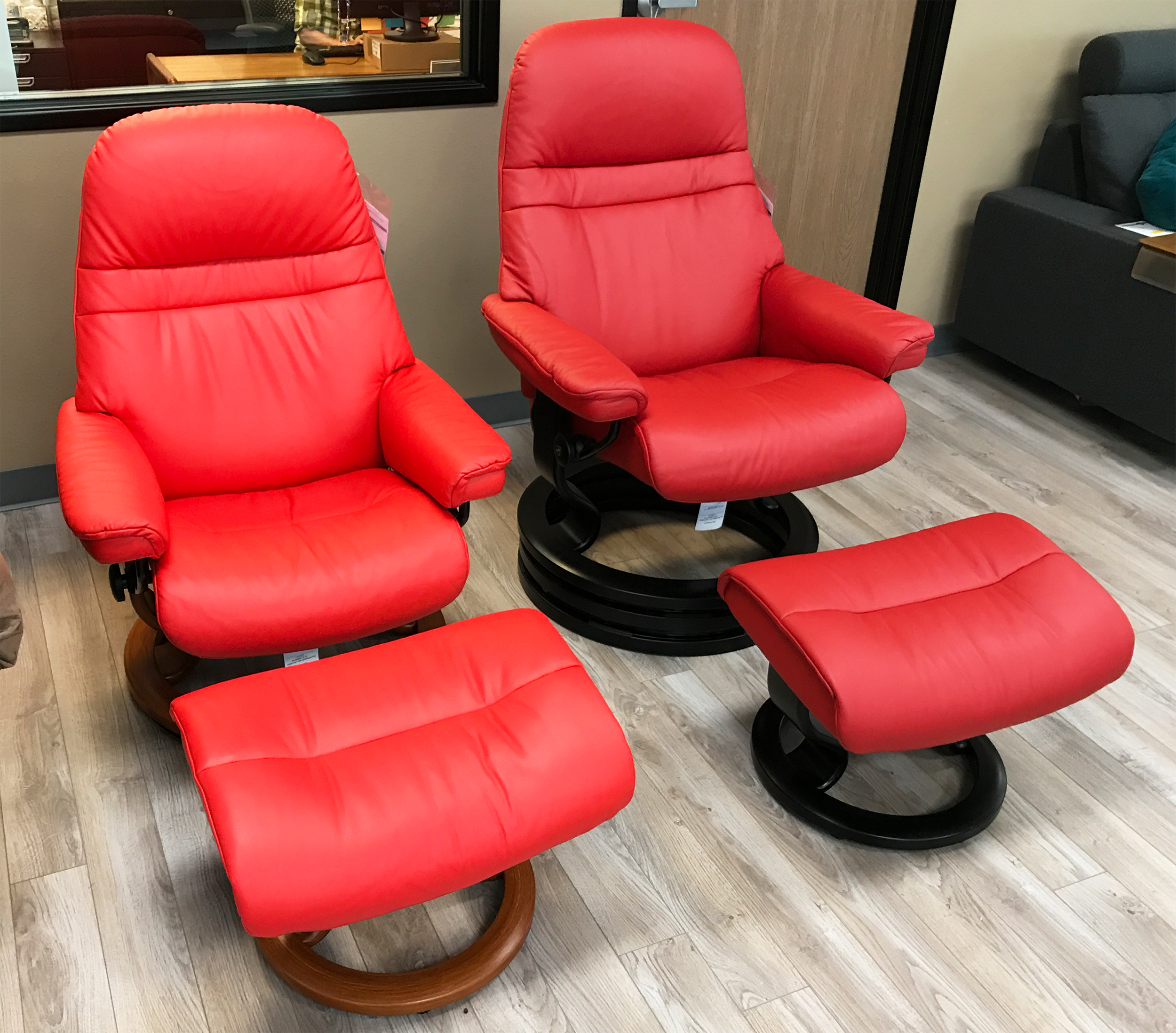 Stressless Sunrise Medium Paloma Tomato And Chilli Red Leather Recliner  Chair And Ottoman