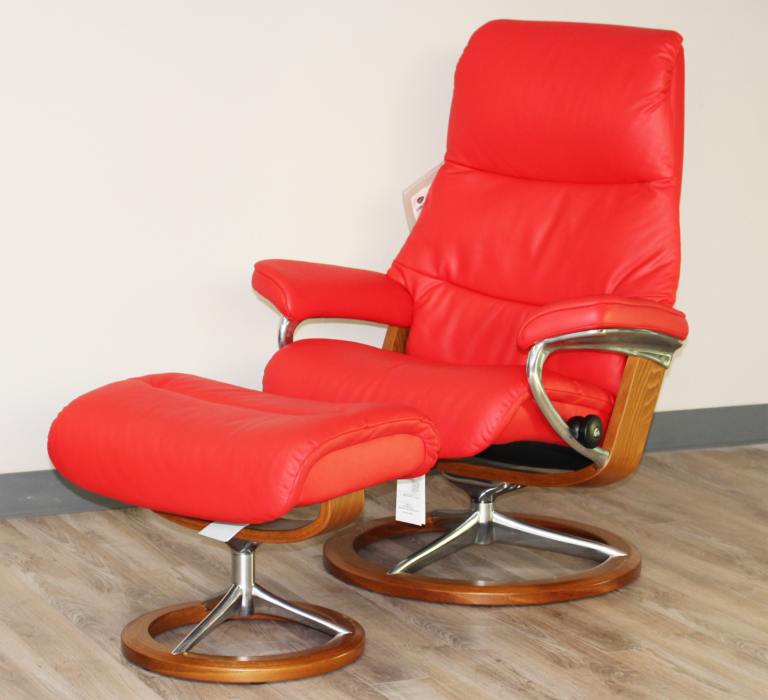 Stressless View Signature Base Medium Paloma Tomato Red Leather Recliner  Chair By Ekornes