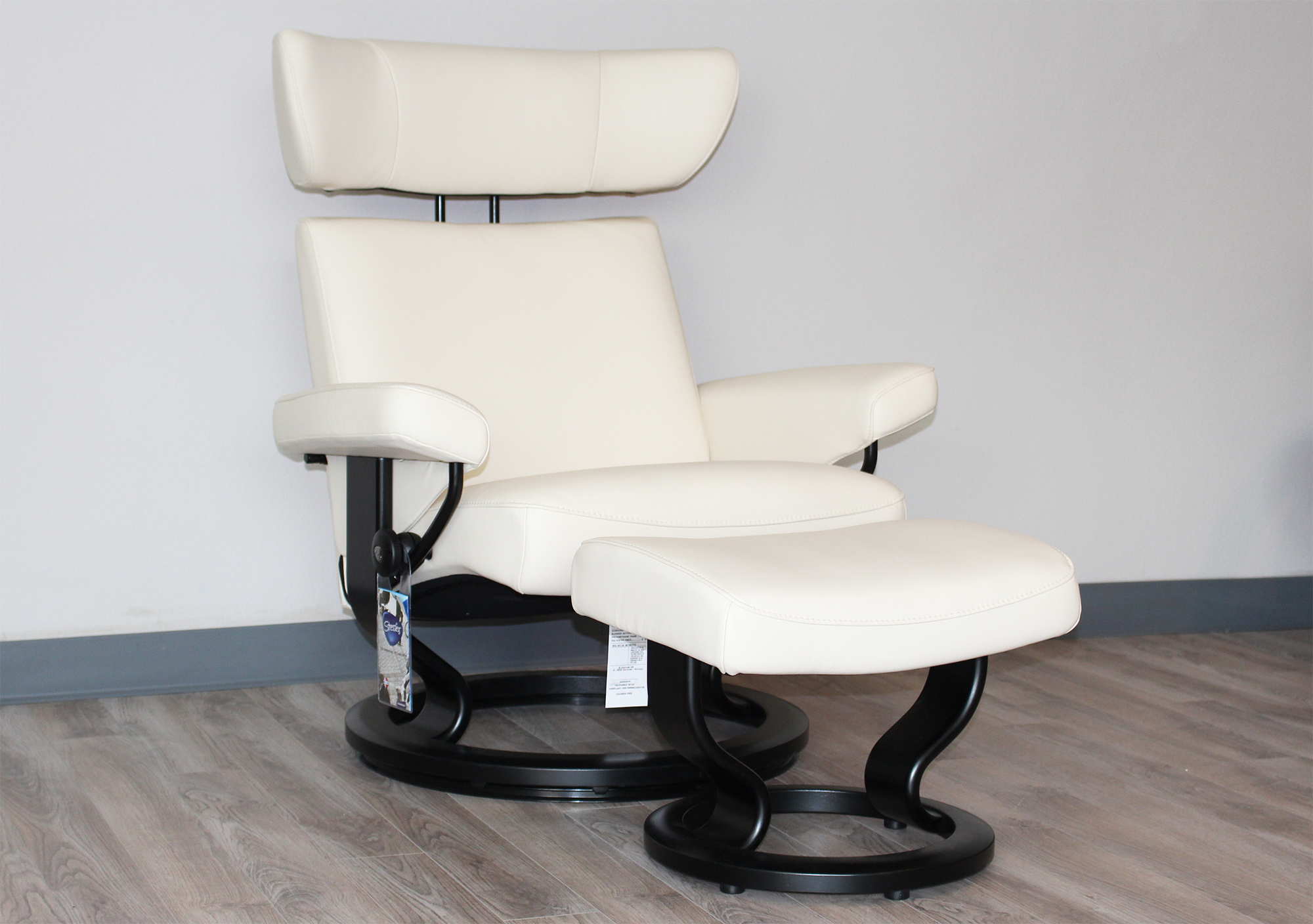 stressless viva paloma vanilla leather recliner chair and ottoman by