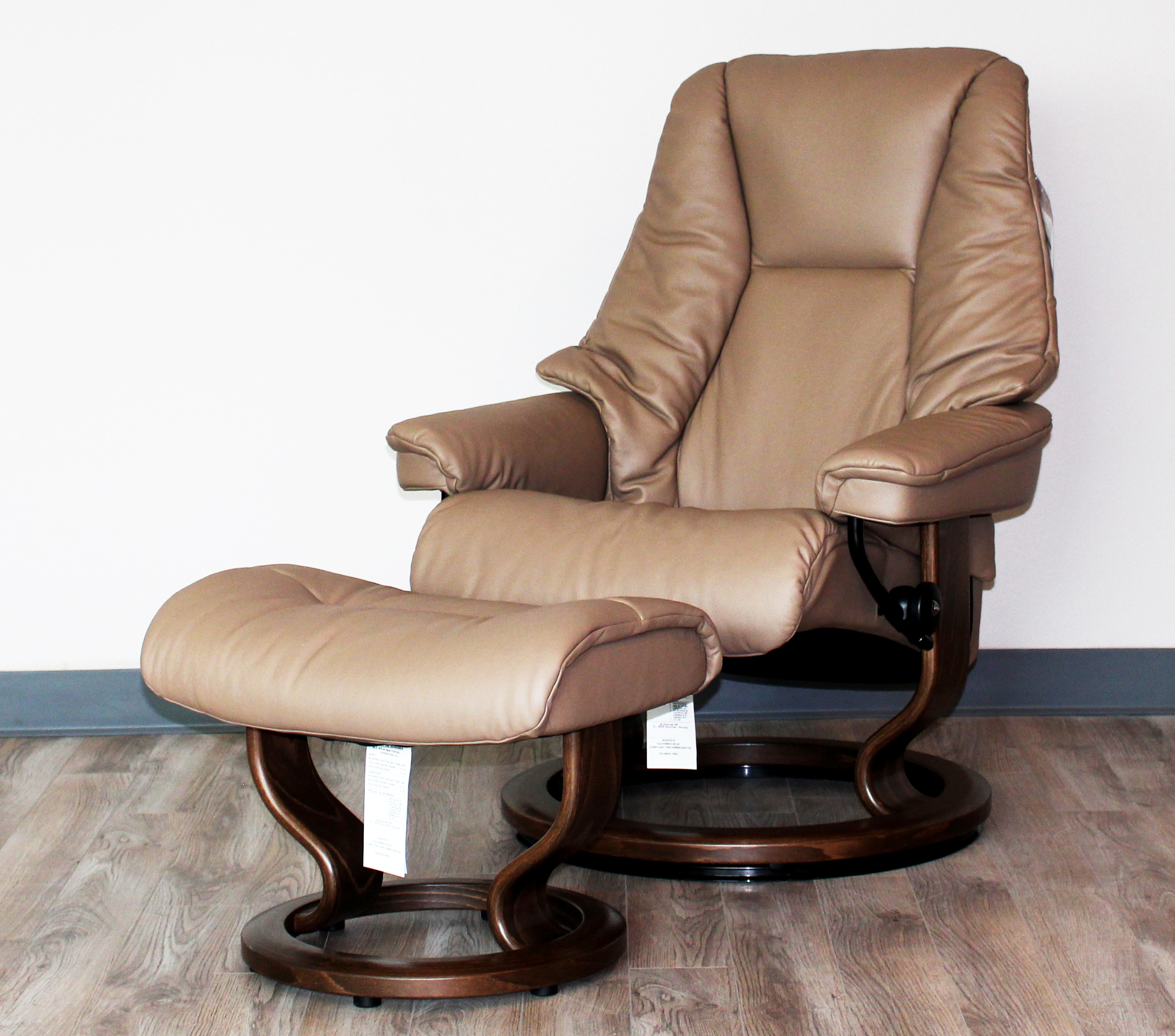 Surprising Stressless Live Medium Recliner Classic Wood Base Chair And Ottoman By Ekornes Caraccident5 Cool Chair Designs And Ideas Caraccident5Info