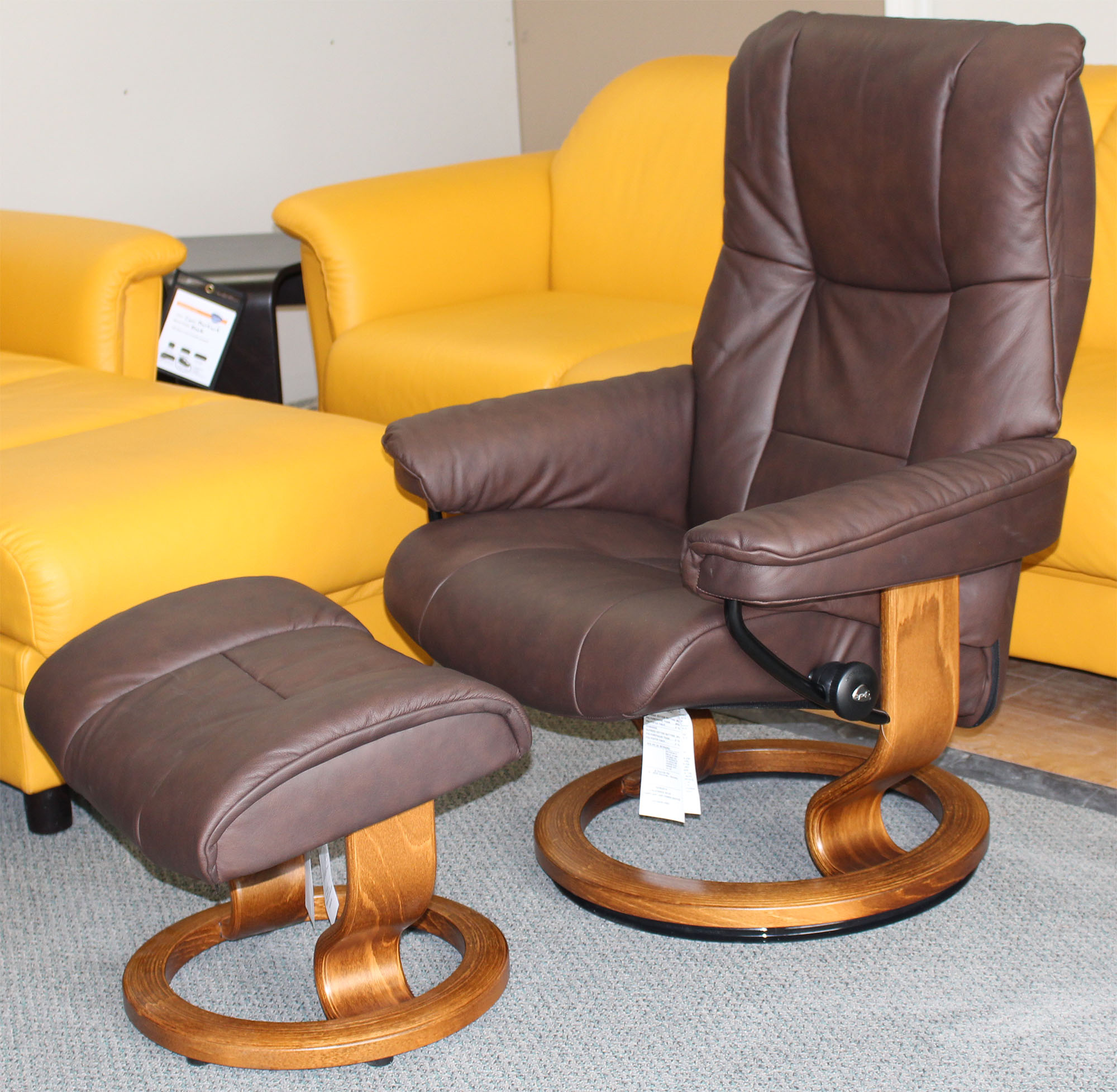 stressless chelsea small mayfair paloma chocolate leather recliner